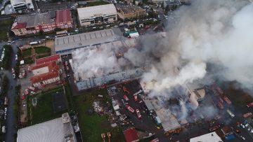 Esenyurt'ta alev alev  yanan fabrikalar  havadan görüntülendi