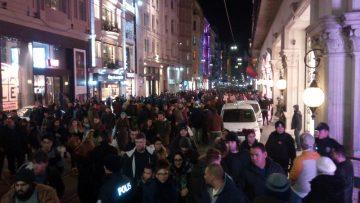 İstiklal Caddesi'nde insan seli