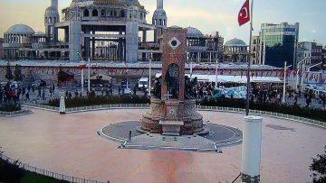 Polis Taksim'i MOBESE tırı ile izliyor