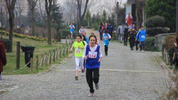 Bayrampaşa'da düzenlenen Atatürk Kır Koşusu'nda rekor sayıda öğrenci katıldı
