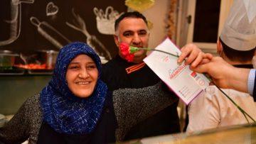 Ekrem İmamoğlu'ndan Sevgililer Günü'nde kadınlara jest