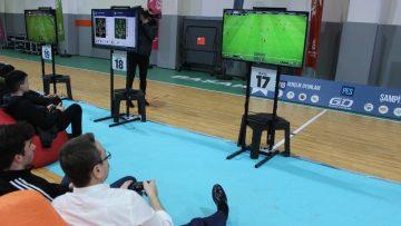 PES turnuvası finalinde kıyasıya mücadele