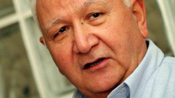 """Prof. Dr. Cengiz Kuday: """"Geçmeyen baş ağrılarını önemseyin"""""""