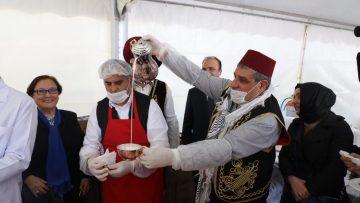 Zeytinburnu'nda 25 bin kişiye Türkistan pilavı ikram edildi