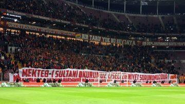 Galatasaray taraftarlarından Başkan Cengiz'e destek