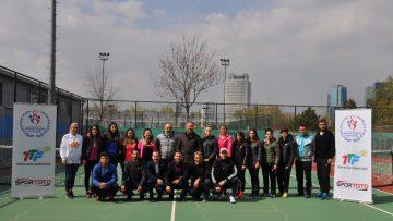 'KYK Gençleri Kortta' projesi antrenörlerine hizmet içi eğitim verildi